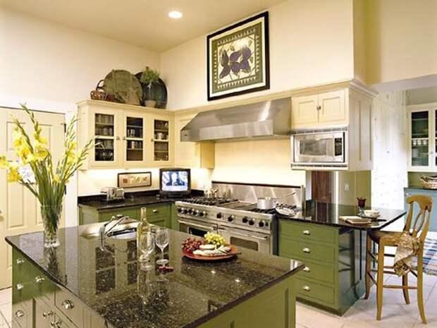 Эклектичный дизайн кухнив кремово-оливковой гамме