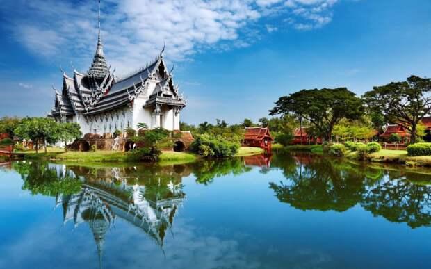 В Таиланде будут следить за туристами по телефону?