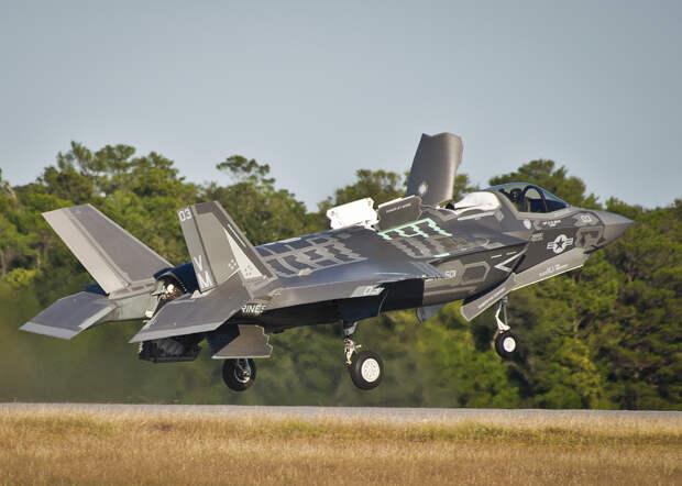 Эксперт Леонков: американские инженеры сделали F-35 легкой добычей для Су-57