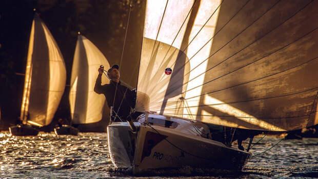 ВRoyal Yacht Club стартовали вечерние регаты отPROyachting. Главный приз сезона— часы отбренда Panerai