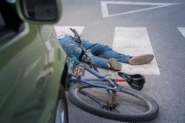 В Тверской области подросток на велосипеде угодил под машину