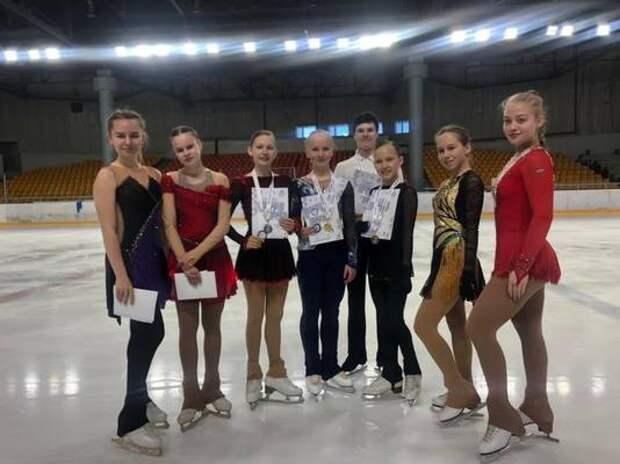 Фигуристки из Петрозаводска привезли 10 медалей с «Праздника Севера» в Мурманске