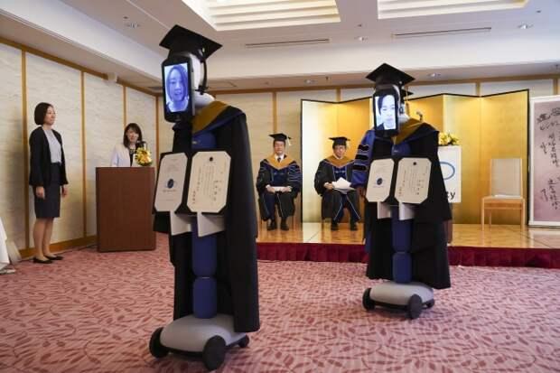 Как японские студенты побывали на выпускном с помощью роботов и планшетов