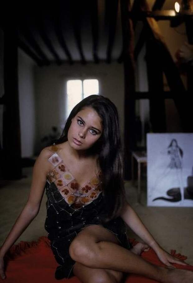 Партнерша Челентано по «Блефу» актриса Коринн Клериво во всем своем великолепии.