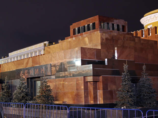 Невзоров предложил сделать мумию Ленина манекеном для одежды