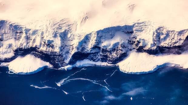 В антарктическом леднике обнаружена гигантская полость