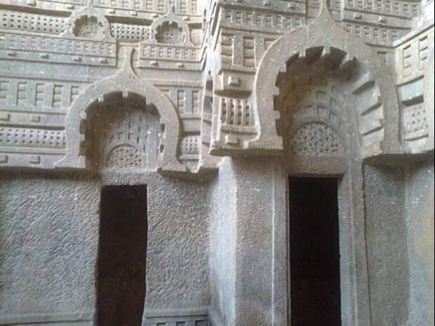 Пещеры Бедсе. Источник https://en.wikipedia.org/wiki/File:BEDSE_CAVES_Pune_(by_Amit_Mahadik).jpg