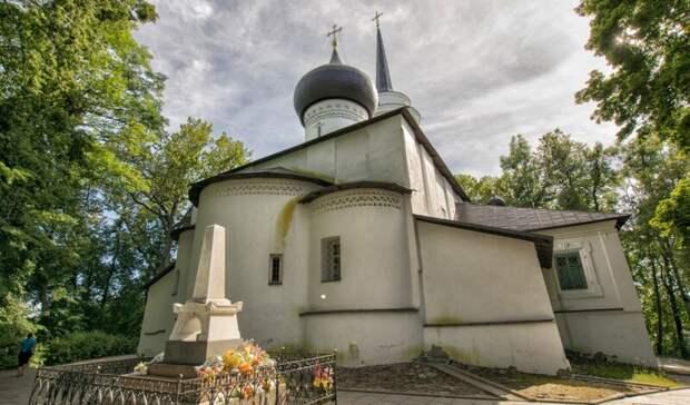 На территории Святогорского монастыря под Псковом отреставрируют могилу Пушкина