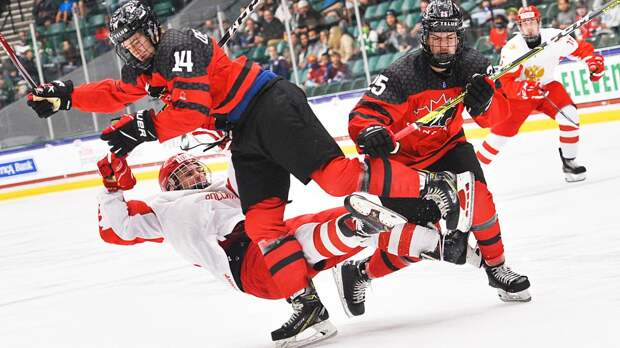 «Удивительно! Канадцы толком не играли в хоккей весь сезон, но они взяли золото». Что пишут за океаном о финале ЮЧМ