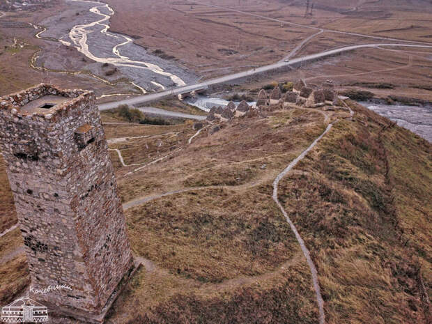 башня Аликовых и склепы