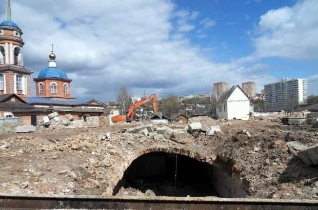 В Курске хотели выяснить причину проседания грунта и откопали винный погреб