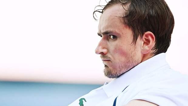 Медведев вылетел из парного турнира в Риме