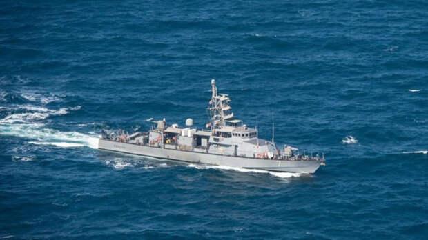 Корабль США предупредил выстрелами суда Ирана из-за их маневров