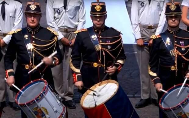 «Республика в опасности»: Франция обсуждает письмо военных о риске гражданской войны