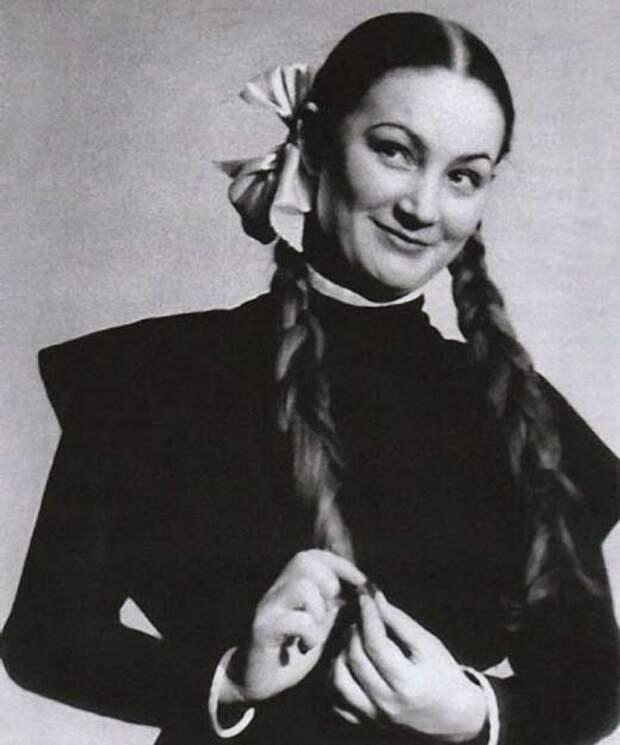 Как выглядела в юности несравненная Людмила Хитяева, и как расцветала ее пышная красота, изображение №3