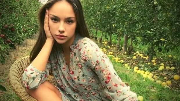 """Катя Сафарова из шоу """"Холостяк"""" ответила критикам: Я счастлива со своим пальчиками-сосисочками"""