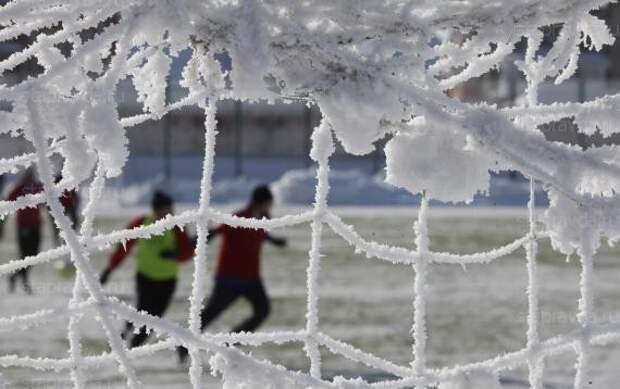 Зимний футбол никого не радует: «Урал» так и не дожал игравшую почти полтора часа в меньшинстве «Уфу»