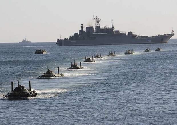 У берегов Крыма встали в строй более 20 боевых кораблей четырех флотов ВМС РФ