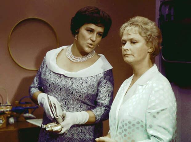 Кадр из к/ф «Бриллиантовая рука» (1968). | Фото: cdn.tvc.ru.