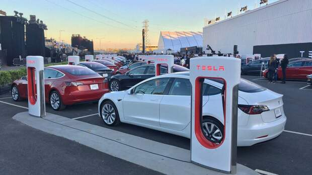 Tesla отзывает машины из-за проблем с ремнями безопасности