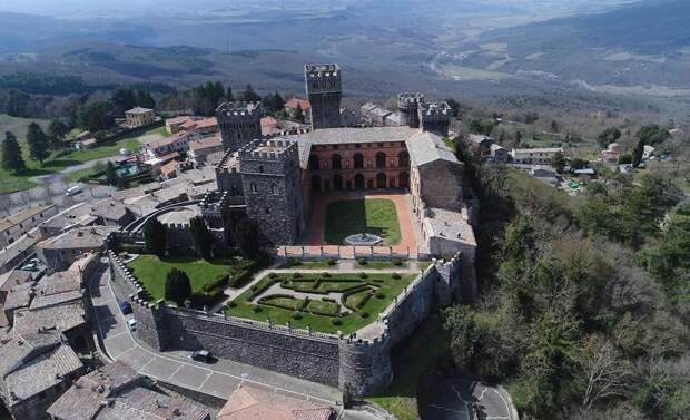 Замок Торре-Альфина и «лес Белоснежки»