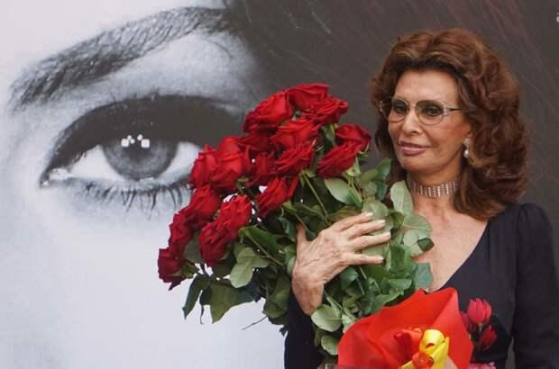 Эти новые фото Софи Лорен поразили всех без исключения, вот, оказывается, как можно выглядеть в 82 года!