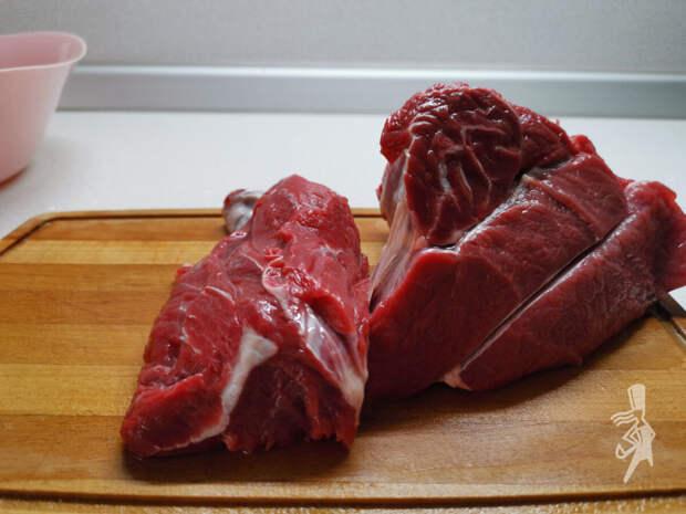 """Готовлю аппетитный гуляш """"a la russe"""" по самому любимому рецепту. Мясо получается сочным, нежным. Пальчики оближешь!"""