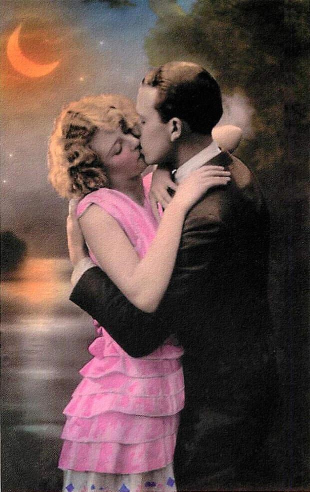 Французские открытки, в которых показано, как романтично целовались в 1920-е годы 14