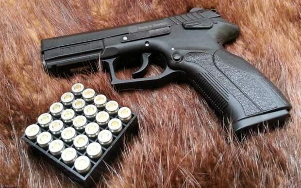Почему травматический пистолет бесполезен для самообороны