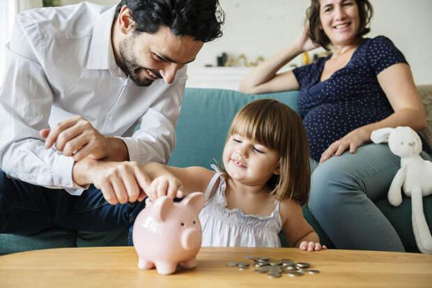 Министерство труда проинформировало о выплатах семьям в ближайшие три года
