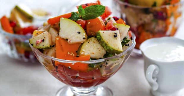 Новогодний рецепт: фруктовый салат из яблок, цитрусовых и корицы