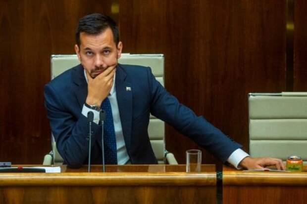Вице-спикер парламента Словакии поплатился занесоблюдение карантина