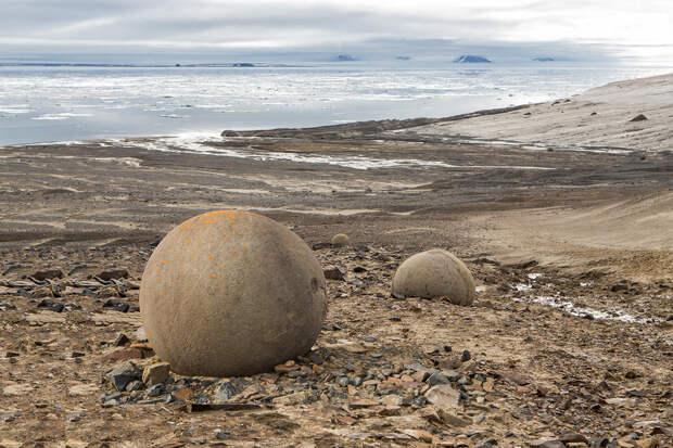 Загадка острова Чамп. Почему остров усыпан каменными шарами.