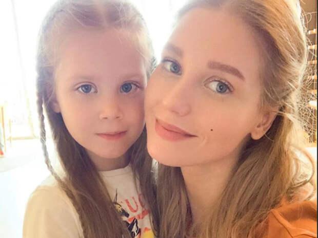 Кристина Асмус показала, как 7-летняя дочь делает сальто