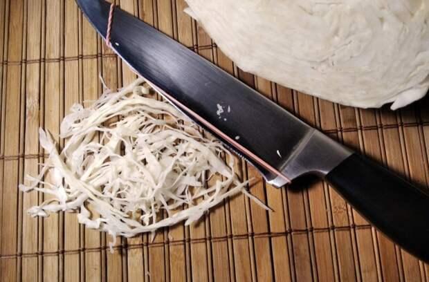 С помощью такого приспособления нарезать овощи легче и быстрее