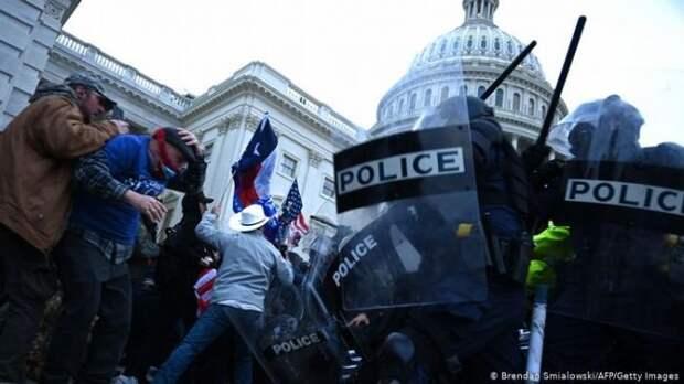 Однопартиец Трампа призвал его уйти вотставку из-за беспорядков