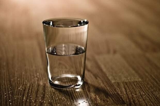 Почему вечером перед сном стоит ставить возле кровати стакан соленой воды
