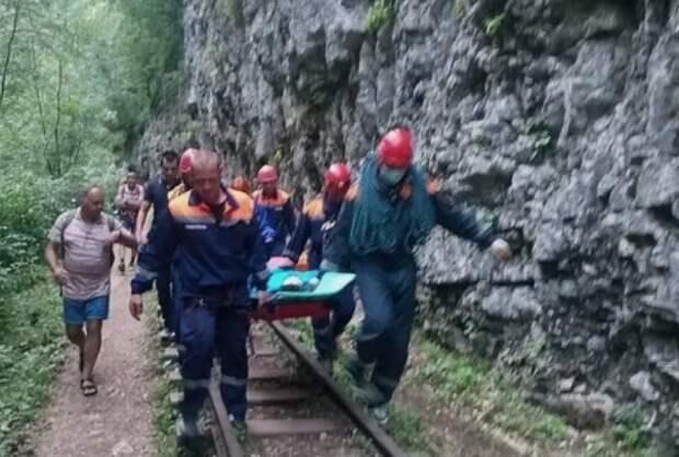 В Гуамском ущелье сорвался со скалы 13-летний мальчик