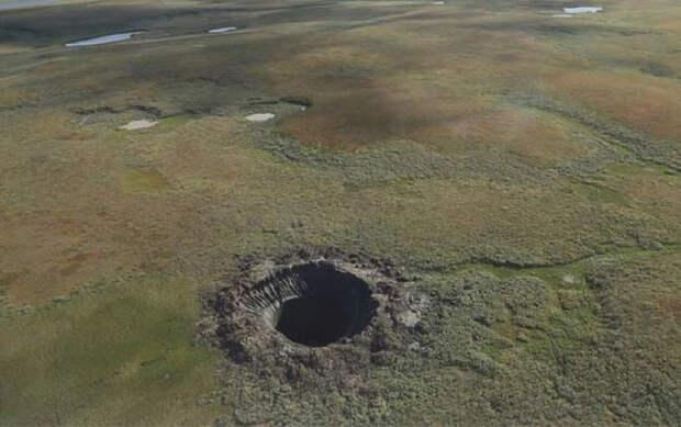 На Марсе найдена круглая яма непонятного происхождения