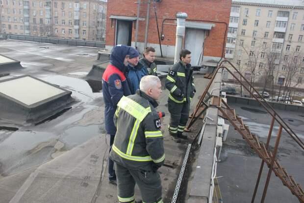 Спасатели установили круглосуточное дежурство на Севере столицы