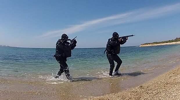 Черноморцы защитили Крымскую военно-морскую базу от условных диверсантов-подводников