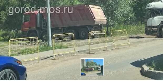 Благоустройство на Дубравной исчезло под колесами грузовиков