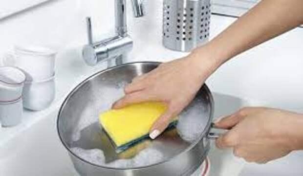 Средства для мытья посуды портят кожу?