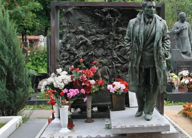 Как выглядят могилы 15 знаменитых и любимых российских актеров