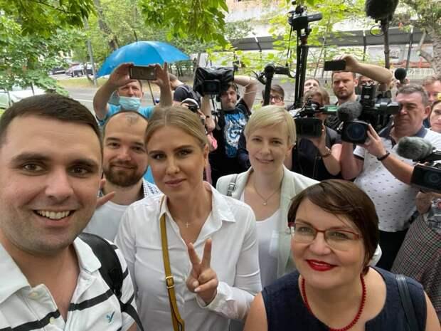 Деморализация и подавленность: сторонники Навального об отъезде Соболь