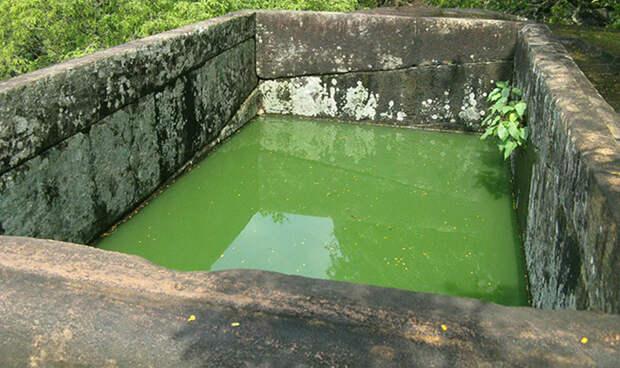Бассейн в гранитной скале