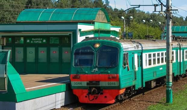 В Новочеркасске поезд дальнего следования сбил женщину