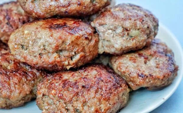 Взяли всего 500 граммов фарша и сделали сочные котлеты: на вкус чувствуется только мясо
