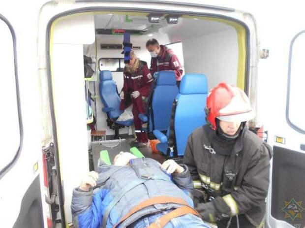 Лобовое ДТП в Бобруйске: спасатели показали, как доставали водителя из искореженного авто.
