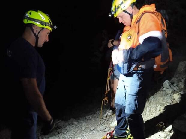 В Крыму с горы Алчак-Кая спасатели эвакуировали двоих туристов
